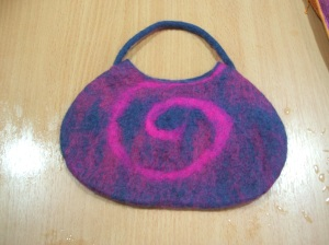Anne's seamless felt bag