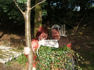 Anne and Sigrid with Anne's amazing felt, rusty iron and stone sculpture!