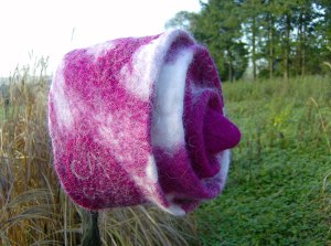 Raspberry ripple felt hat!