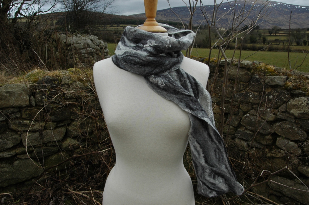 Mohair and merino transformed into a light and airy cobweb felt scarf (2/2)
